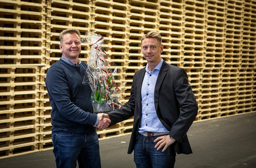 Martin Johan tackas av av Edge VD Niklas Johansson