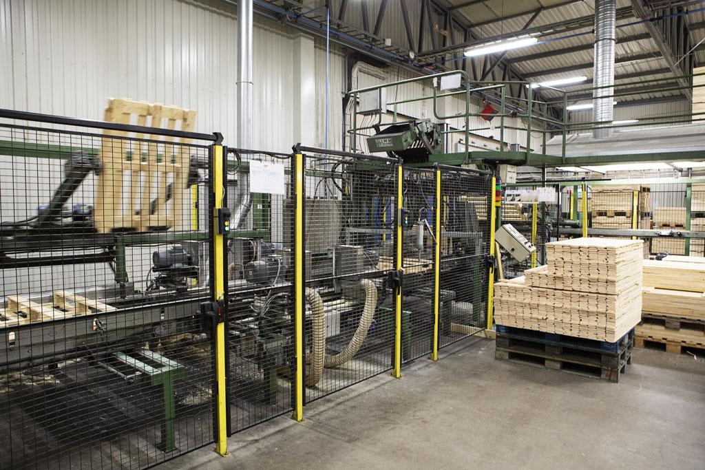 Bild från en av Edge Emballage produktions linje av pallar